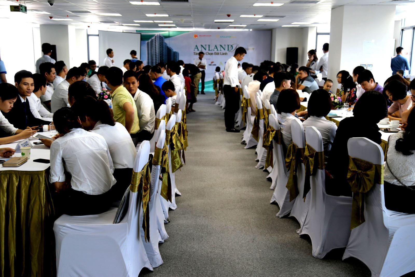 Nhiều khách hàng tham dự sự kiện cuối tuần tại Dự án Anland Premium